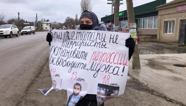 У Криму дружина фігуранта «білогірської групи» вийшла на пікет