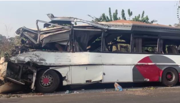В Камеруне автобус столкнулся с грузовиком - 37 погибших