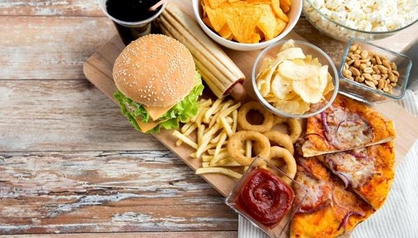 Британія обмежить рекламу та акції на нездорову їжу