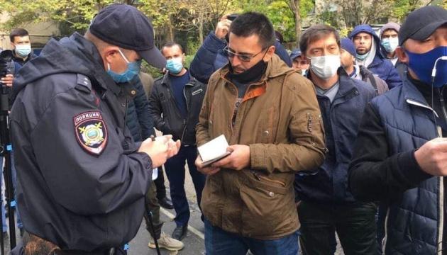У Криму копи-окупанти примусово вивезли з дому громадянського журналіста
