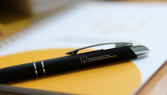 У НАЗК пояснили, як чиновникам правильно вказувати подарунки в е-деклараціях