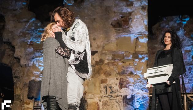«Украдене щастя» живого театру. Критики – про пандемічний театральний рік