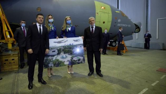 国家はウクライナ軍のためにアントノウ社輸送機を3機発注する=ゼレンシキー大統領