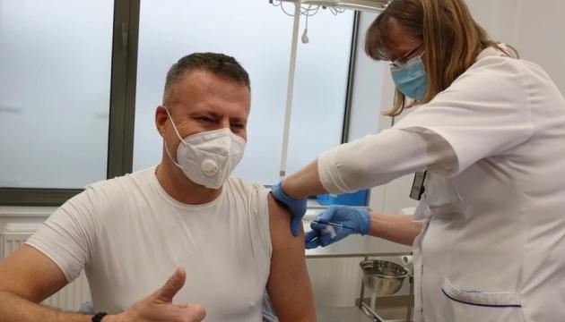 Евросоюз стремится к лету вакцинировать 70% взрослого населения