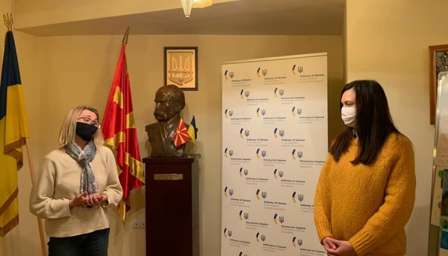 Ukraine's ambassador to North Macedonia presents vyshyvanka to newborn Ukrainian