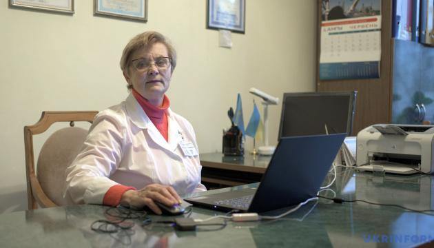 Епідеміолог назвала дві стратегії, які стримують пандемію в Україні та світі