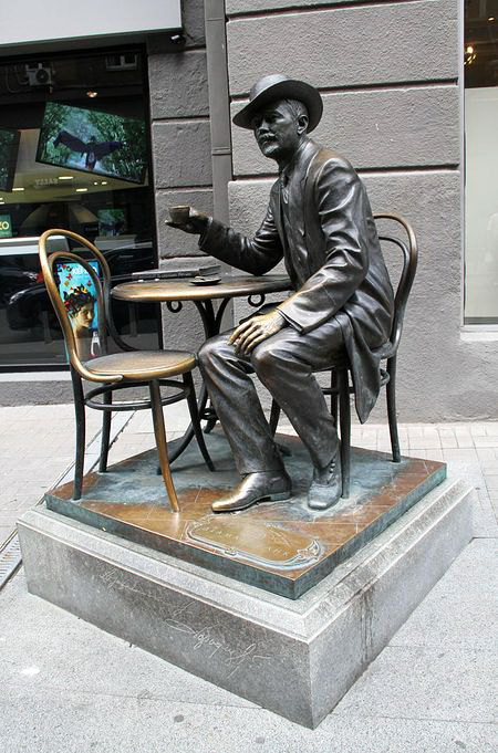 пам'ятник Владиславу Городецькому в київському Пасажі, скульптори В.Щур та В.Сівко