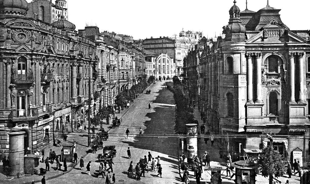 Так виглядала нинішня вул. Городецького на початку ХХ ст. Зодчий замешкав у будинку 3 - другий від рогу по лівому боку вулиці) на другому поверсі 1