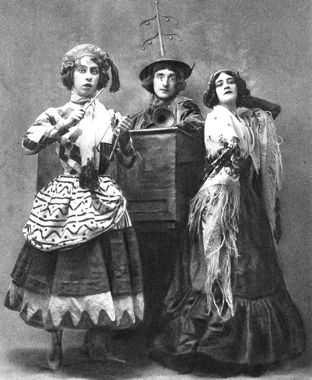 Броніслава Ніжинська, Михайло Фокін та Людмила Шоллар в балеті Петрушка 1911 р