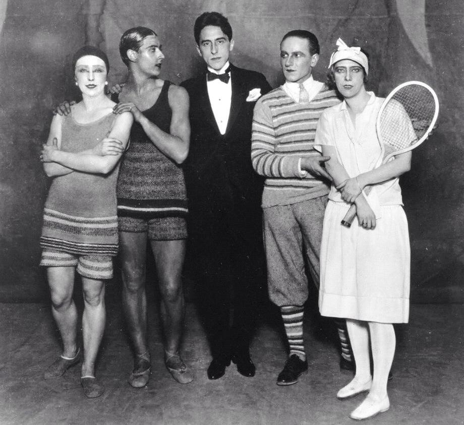 Жан Кокто (у центрі) з акторська складом балету