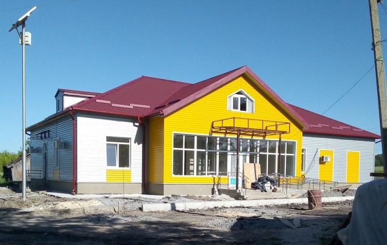 Амбулаторія у Веселому (період завершення будівництва, сьогодні - сучасний комплекс)