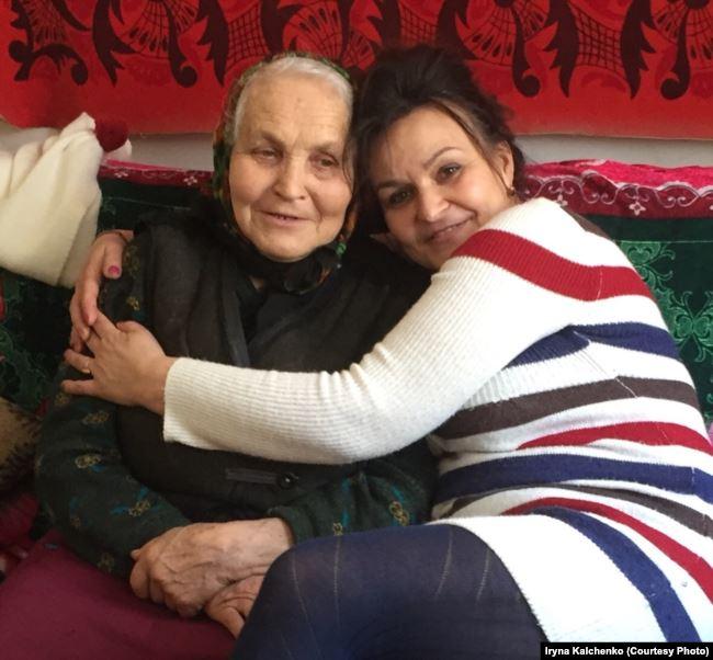 73-річна двоюрідна онука Аверкія Анна Шаповал (дівоче прізвище Гончаренко) з донькою Іриною