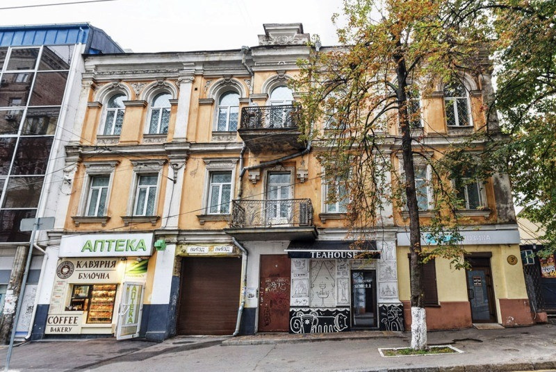 будинок київських акторів, і досі стоїть за адресою вулиця Софіївська, 3б