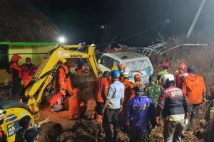 Число жертв землетрясения в Индонезии возросло до 81