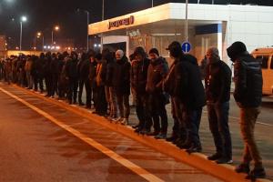 На Керченском мосту почти всю ночь удерживали более 100 крымских татар