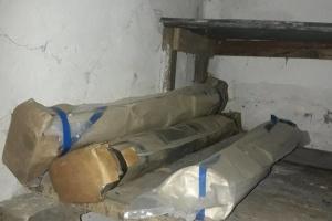 В прифронтовом Торецке обнаружили схрон с боеприпасами и гранатометами