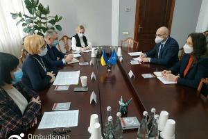 Денисова обсудила с главой миссии ООН доступ к незаконно арестованным в Крыму
