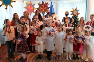 Маленькі українці Угорщини щедрували в посольстві в Будапешті