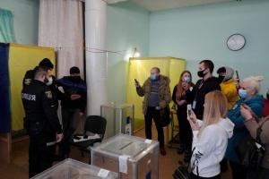 «Сетка», фото и скрытая агитация: ЧЕСТНО сообщает о нарушениях на выборах в Броварах