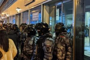 Повернення Навального: у «Внуково» затримують журналістів