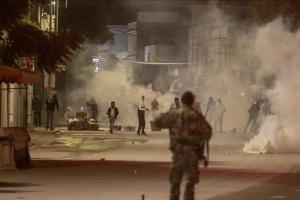 На протестах против локдауна в Тунисе задержали более 600 человек