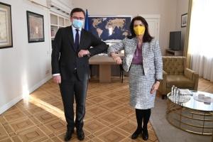 Kuleba: Die Ukraine rechnet bei Verhandlungen der Kontaktgruppe mit Schwedens Hilfe