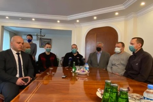 Врятовані українські моряки із судна Arvin прибули в Анкару