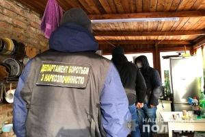 На Київщині «накрили» нарколабораторію з місячним прибутком до 50 мільйонів