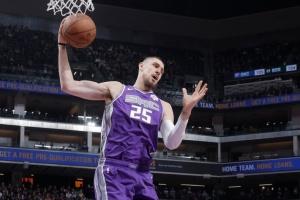 НБА: «Торонто» припинив співпрацю з українським центровим