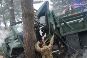 На Львівщині перекинулася військова вантажівка, 13 постраждалих