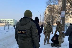 СБУ задержала военного, который пытался продать пластид