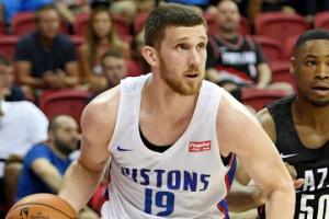 НБА: Михайлюк сыграл за «Детройт» 3 секунды в проигранном матче «Хьюстону»