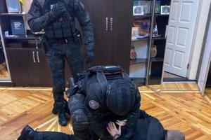 На Харківщині за прикриття незаконних вирубок затримали підполковника поліції