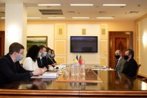 Ucrania y Portugal tratan las perspectivas de cooperación en los sectores de la aviación y el transporte