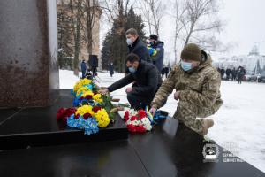 У Краматорську на День Соборності поклали квіти до пам'ятника Шевченку