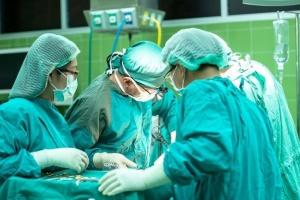 Майже 500 українців, лікування яких оплатила держава, чекають трансплантації в Білорусі - медик