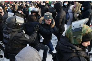 На акциях протеста в РФ задержаны уже 2,8 тысячи людей