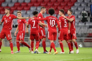 «Бавария»разгромила «Шальке» в матче футбольной Бундеслиги