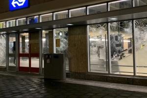 Нідерланди не скасують комендантську годину попри антикарантинні протести