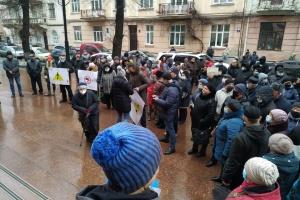 «Тарифні протести» на Буковині: люди перекрили дві траси та пікетують ОДА