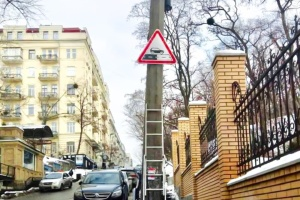 У Києві встановлюють нові дорожні знаки