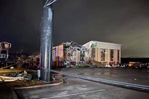 В США из-за торнадо погиб человек, десятки травмированных