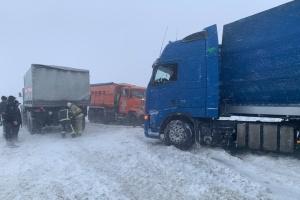 Наслідки снігопаду: на трасі Одеса-Рені досі обмежений рух