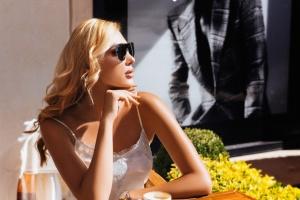 Українська модель і художниця з'явилася на обкладинці модного глянцю в Болгарії