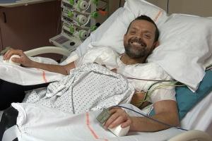 У Франції вперше у світі провели трансплантацію обох рук і плечей