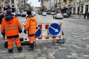 У центрі Києва обмежили рух - провалився асфальт