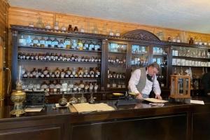 На Львовщине открыли аптеку-музей изобретателя переработки нефти Иоганна Зега