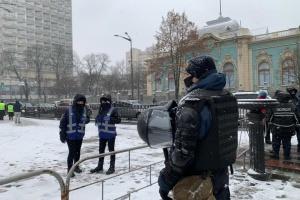 Полиция усиленно охраняет порядок в центре Киева