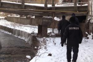 В Киеве в реке нашли тело военного, полиция открыла дело