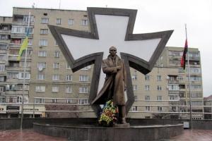 Франківські депутати вимагають повернути Бандері та Шухевичу звання Героїв України
